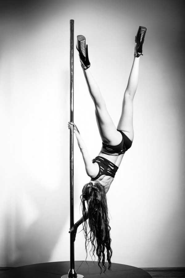 Poledance Photographer Vienna. Book your Poledance Photoshoot in Vienna