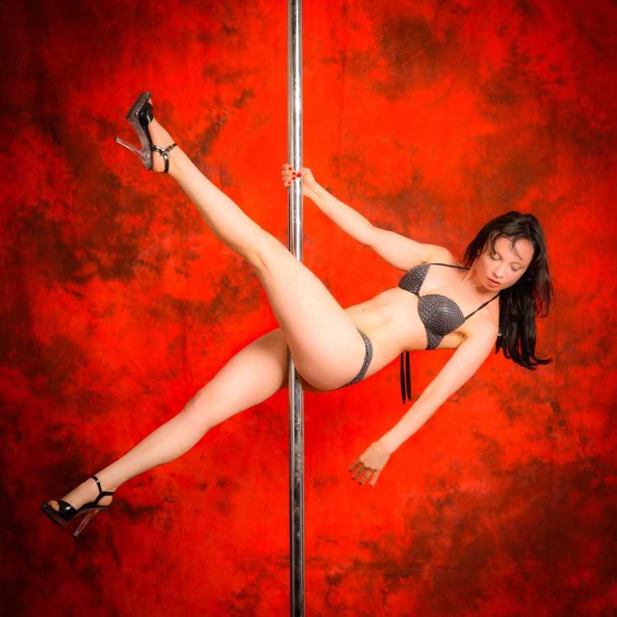 Poledance Photographer Vienna. Book your Poledance Photoshoot in Vienna